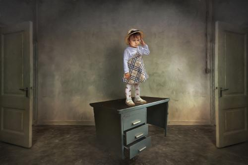 def meisje op bureau-Edit_pe